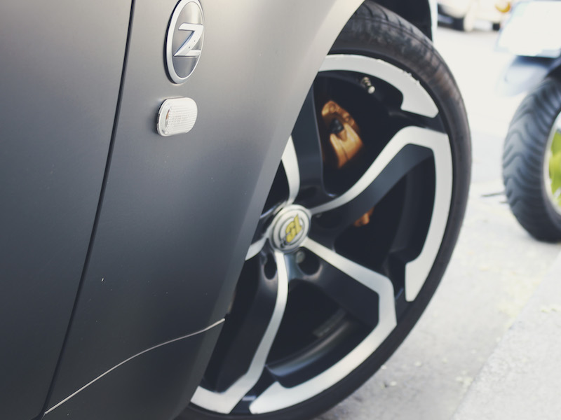 picture of mag wheels on sports car